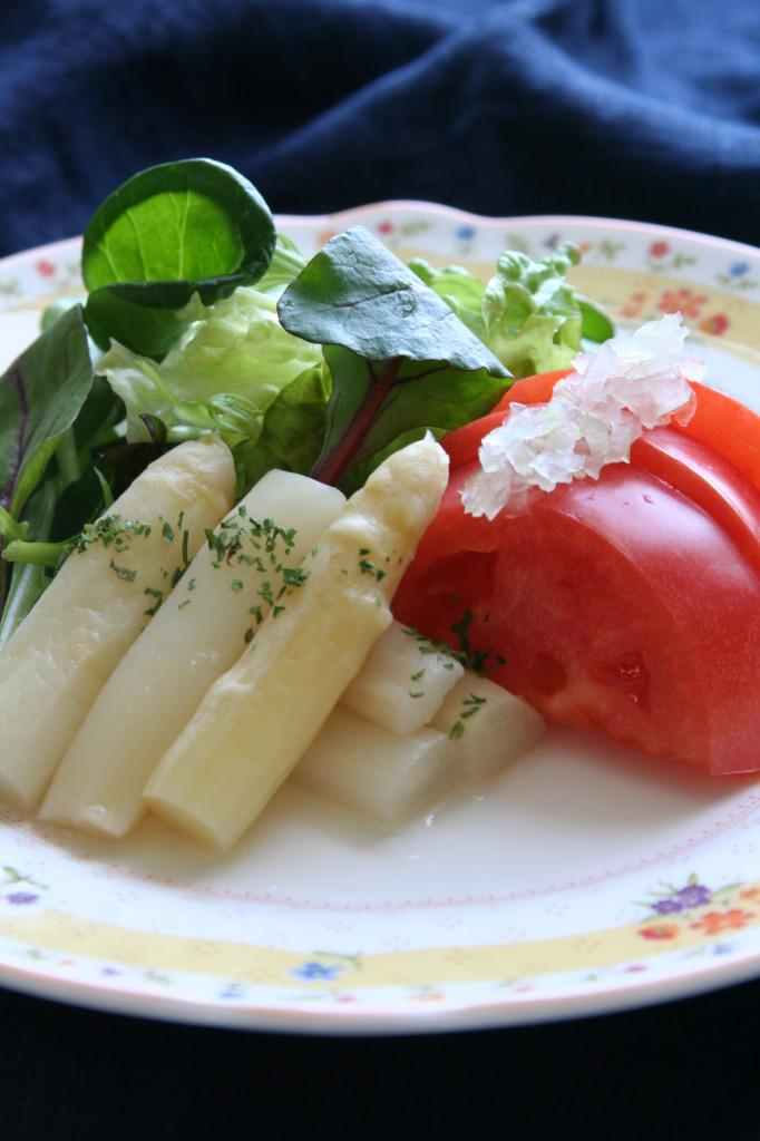 ホワイトアスパラとトマトの春サラダ