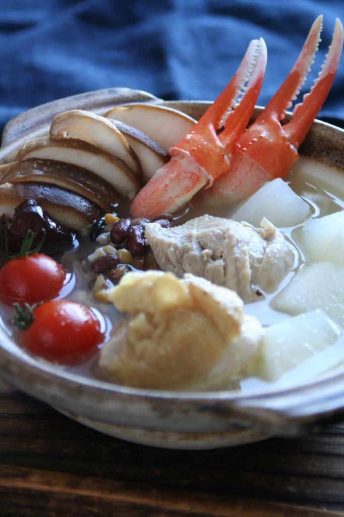 季節野菜の薬膳スープ鍋