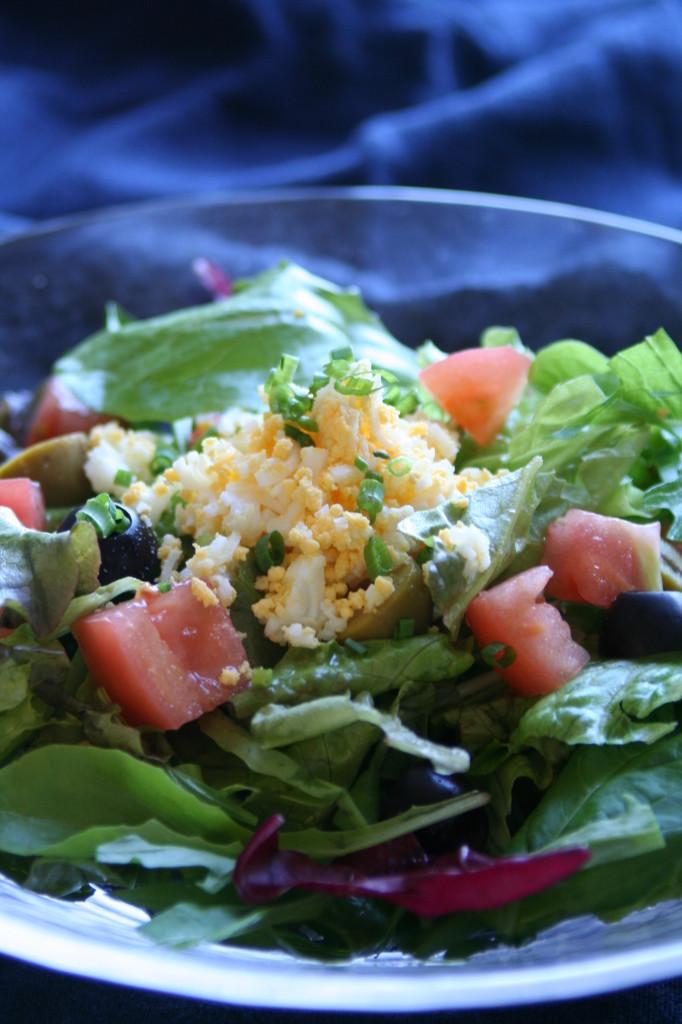 2種のオリーブのミモザ風サラダ