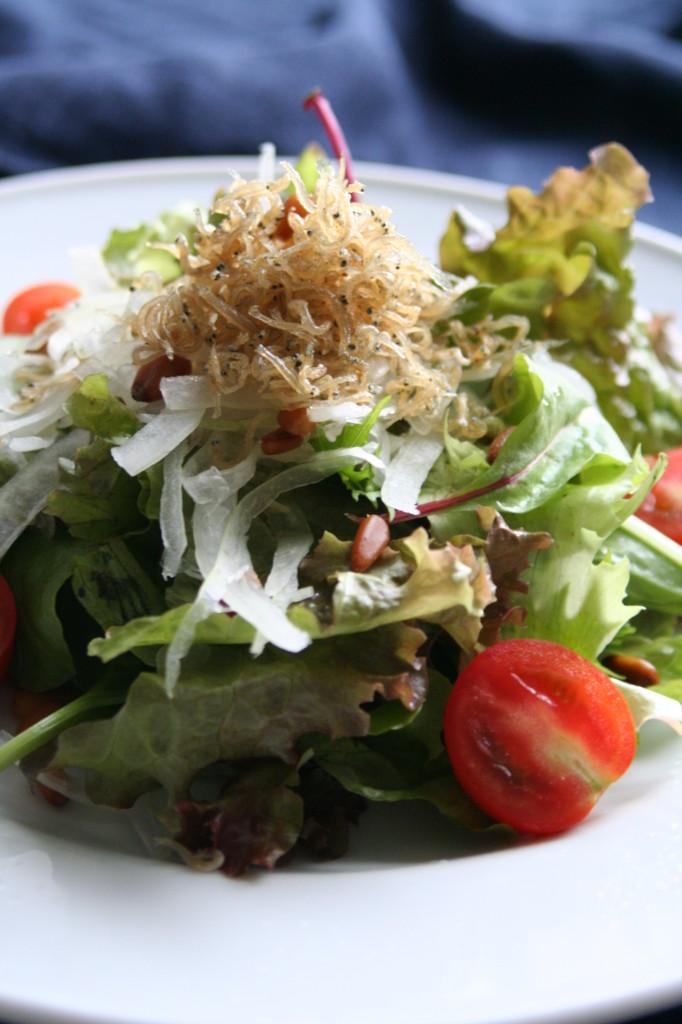 松の実とジャコサラダ